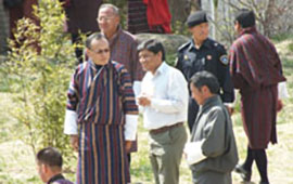 Basanta Shrestha briefing the Prime Minister of Bhutan on activities to support national spatial data infrastructure.