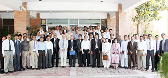 Participants to the workshop in a group photo