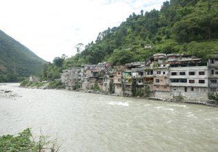 Riverbank settlements
