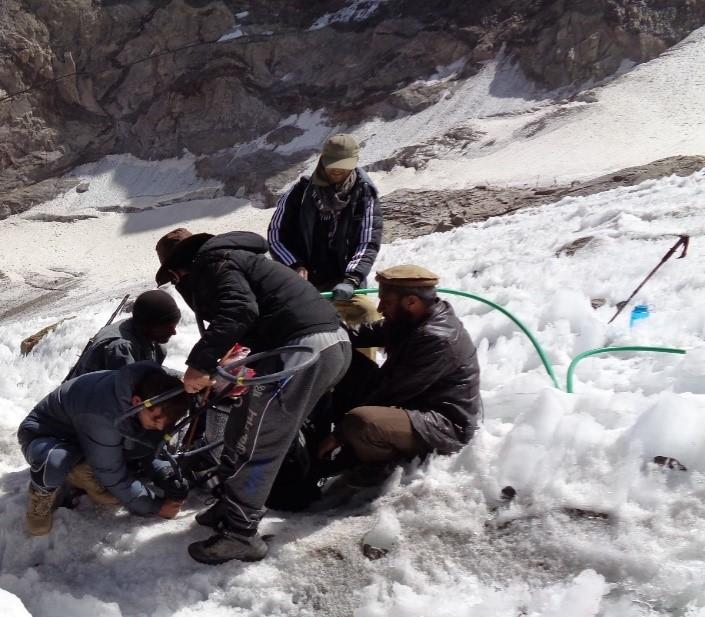 Installing stake no. 3 (4,600 masl) using a steam drill (Photo Khan Agha Muzafari)