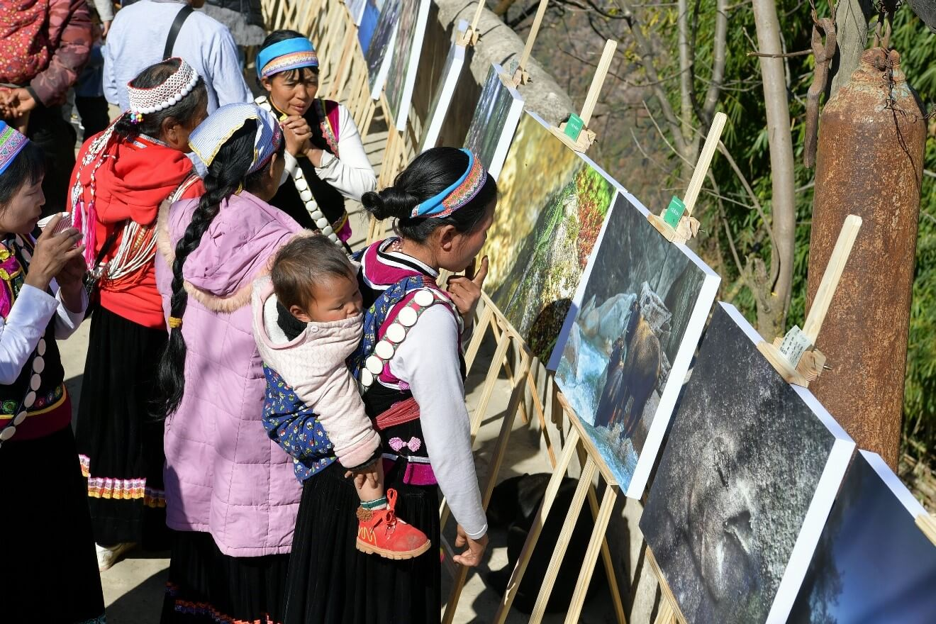 Local villagers of the indigenous Bai ethnicity