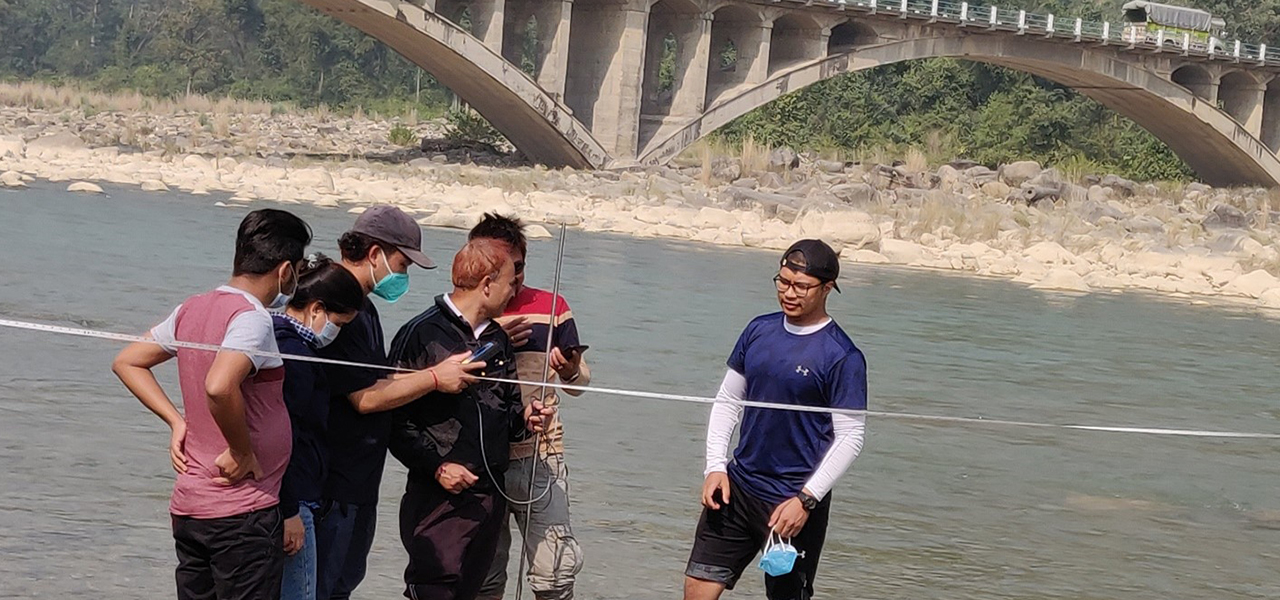 measuring river discharge in Babai River-1280x600