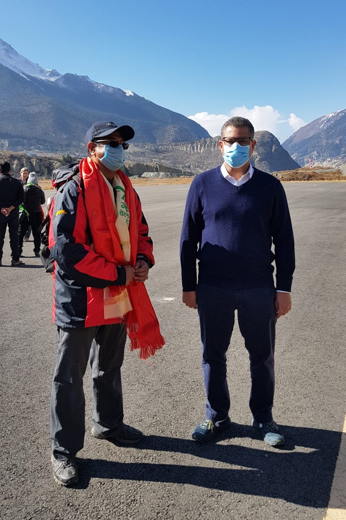 Arun Bhakta Shrestha and COP26 president Alok Sharma